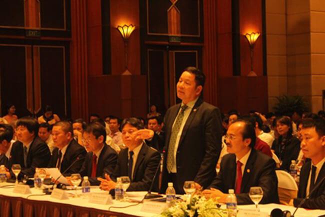 Chủ tịch tập đoàn FPT Trương Gia Bình trình bày về chủ đề Kinh tế số.