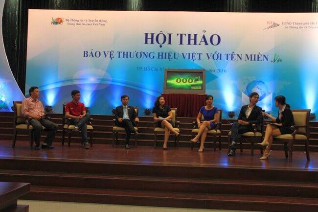 TGĐ.ESC Ông Nguyễn Anh Tuấn (Thứ 3 từ trái sang) cùng đại diện các NĐK khác tọa đàm trả lời các câu hỏi của khách hàng