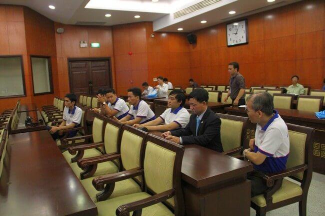 Nhân viên ESC cùng ông Nguyễn Anh Tuấn (TGĐ ESC TP.HCM) và ông Hoàng Mạnh Khải (TGĐ ESC HN) có mặt từ sớm để hỗ trợ công tác chuẩn bị cùng VNNIC