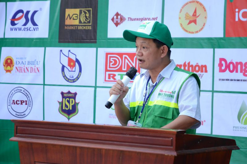 Ông Nguyễn Anh Tuấn, Giám đốc Công ty TNHH Giải pháp trực tuyến, thay mặt Ban Tổ chức Sự kiện chính thức làm lễ phát động phong trào toàn dân chung tay bảo vệ môi trường.