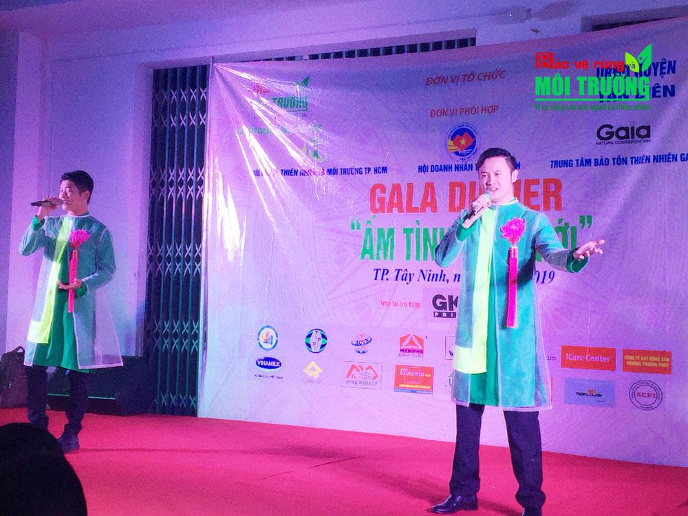Giao lưu văn nghệ tại đêm gala